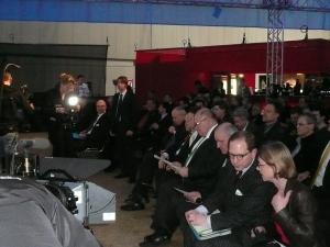 Auch Bundesumweltminister Peter Altmaier (erste Reihe mittig) ließ sich kurz  den Code_n für Deutschlands Energiewende zeigen
